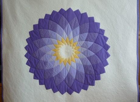 rozmer 216x216 cm, priemer kvetu 135cm